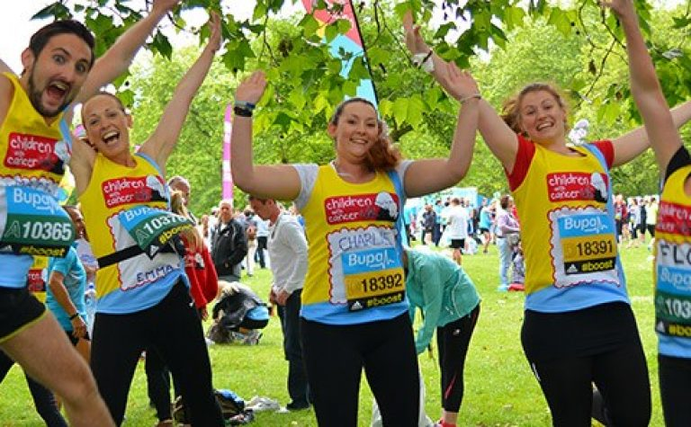 runners jumping