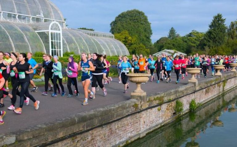 Charity supporters running Kew Gardens 10K