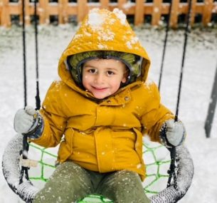 Lewis on the swing in the snow in Jan 2021