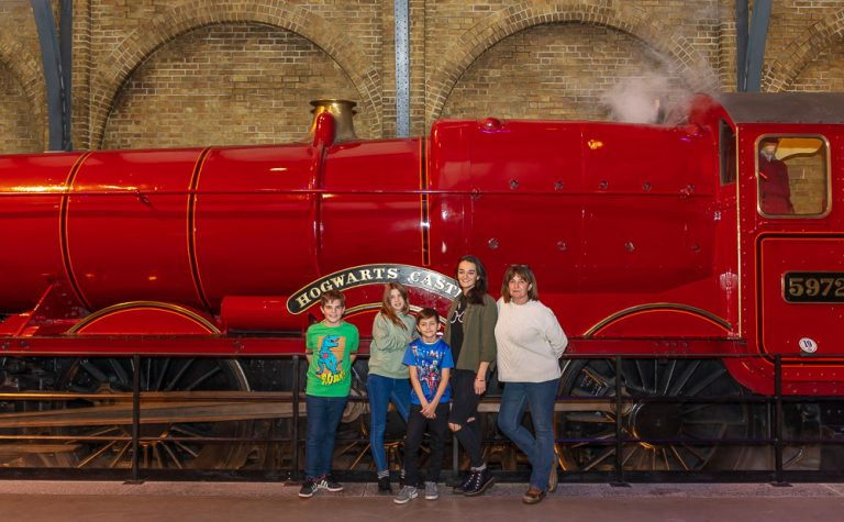Children in front of The Hogwarts Train, on their way to Harry Potter Tour