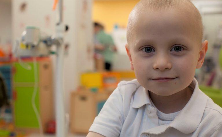 Ceylian, who has Ewing sarcoma, visiting hospital.