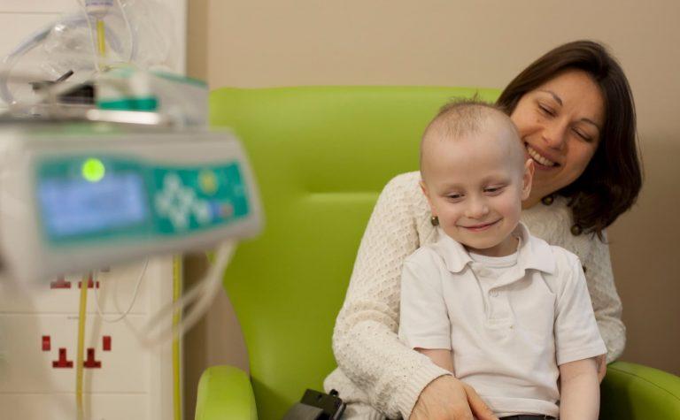 Ceylian sat in hospital with his mum, Marina.