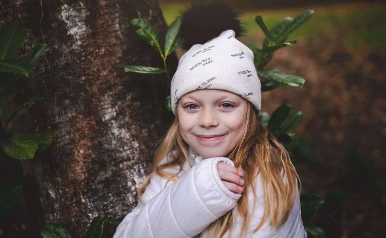 eve wearing a white hat next to a tree 2