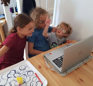 phoebe and her sisters looking at laptop for sicence party (2)
