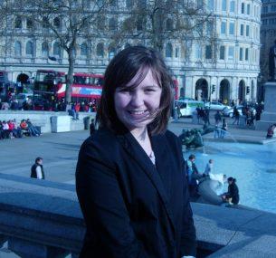 chloe in london red bus